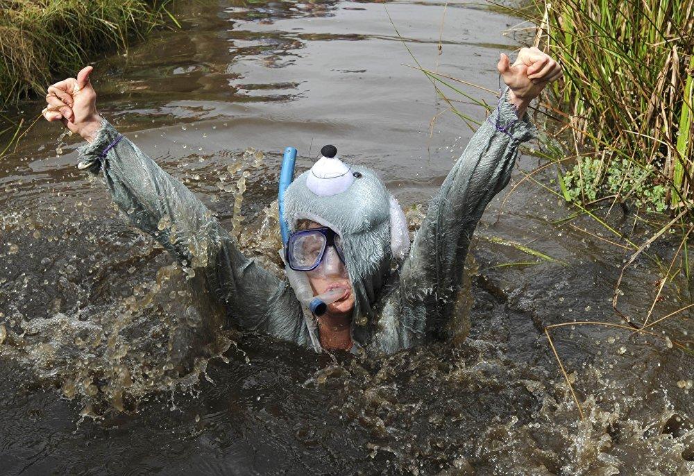 Un participante de las competiciones de buceo y 'snorkel' en Gales, Reino Unido.