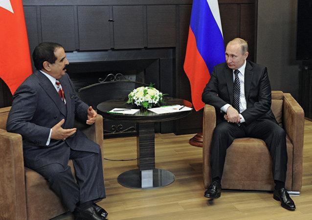 Rey de Bahréin, Hamad bin Isa Al Jalifa, y presidente de Rusia, Vladímir Putin (archivo)