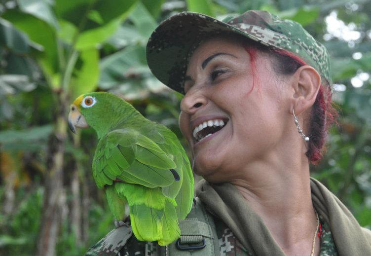 Patricia. Comandante de escuadra. Ha combatido por 20 años junto a su esposo. Su hijo de once años vive en Medellín