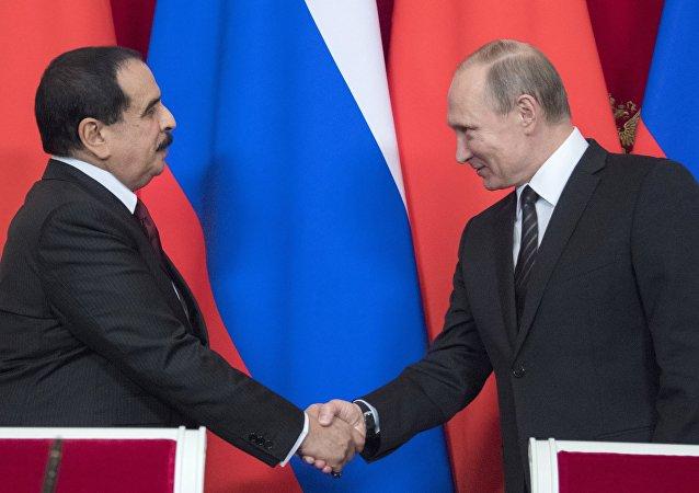 El presidente ruso, Vladímir Putin, y el rey bahreiní, Hamad bin Isa al Khalifa