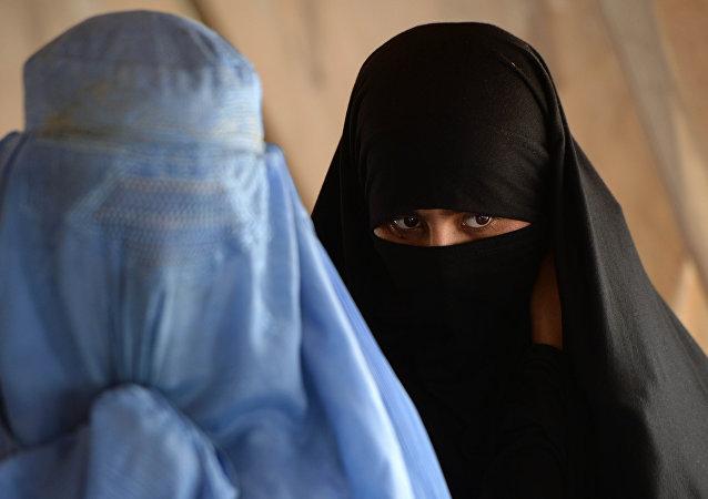 Mujeres en burka (imagen referencial)