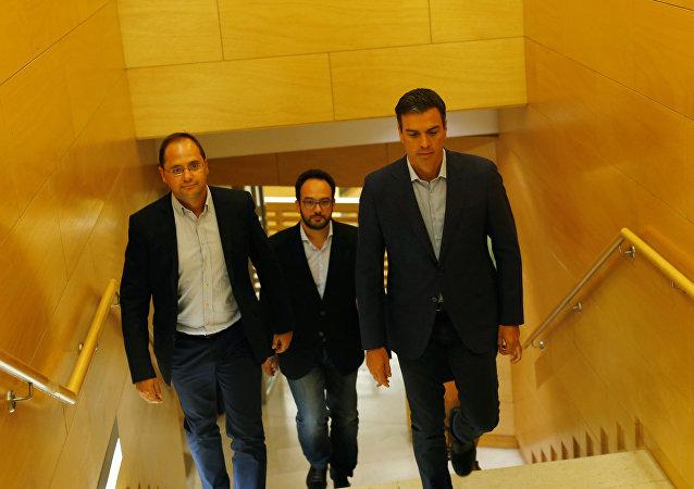 Cesar Luena, Antonio Hernando y Pedro Sánchez del PSOE (archivo)