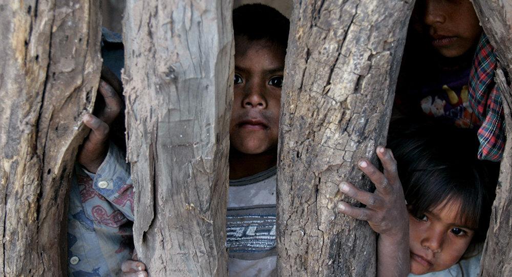 Unos niños del pueblo indígena argentino Toba