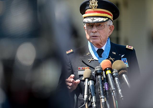 Charles Kettles después de recibir la Medalla de Honor en la Casa Blanca el 18 de Julio de 2016, Washington D.C.