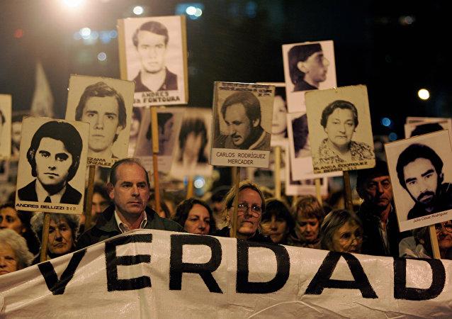 Marcha de Silencio en conmemoración de las víctimas de la dictadura de 1973-1985, 20 de mayo de 2088, Montevideo, Uruguay