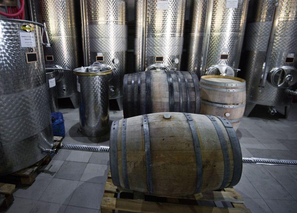 'UPPA Winery' cultiva 11 variedades de uvas importadas desde la región de Borgoña, Francia. Foto: barriles de vino de 'UPPA Winery'.