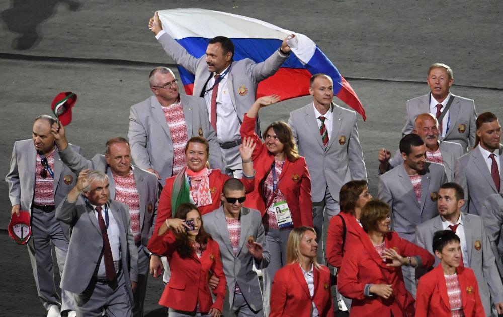 La ceremonia de apertura de los Juegos Paralímpicos de 2016 tuvo lugar el 7 de septiembre en Río de Janeiro. Uno de los miembros de la delegación bielorrusa —Andrew Fomochkin de 53 años de edad— portó la bandera rusa en señal de solidaridad con los deportistas paraolímpicos rusos, que no pudieron asistir al evento por penalización del Comité Paraolímpico Mundial. Fomochkin fue privado de su acreditación por el suceso.
