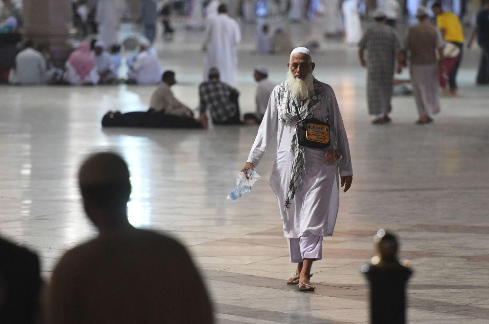 Millones de musulmanes realizaron el Hajj. Al igual que en años pasados, la peregrinación religiosa hacia las ciudades de Meca y Medina fue afectada por choques entre fieles chiíes y sunníes.
