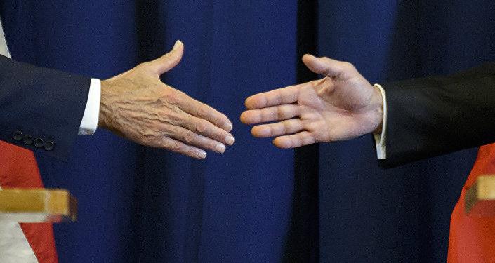 El apretón de manos (imagen referencial)