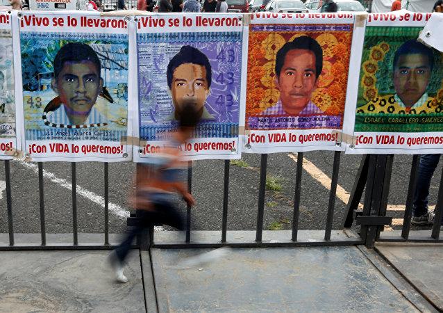Imágenes de unos de los 43 estudiantes desaparecidos en México (archivo)