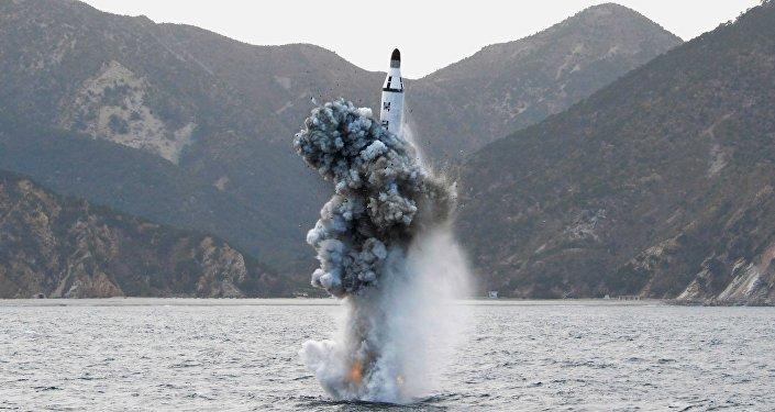 Lanzamiento de un misil norcoreano durante unas pruebas (archivo)