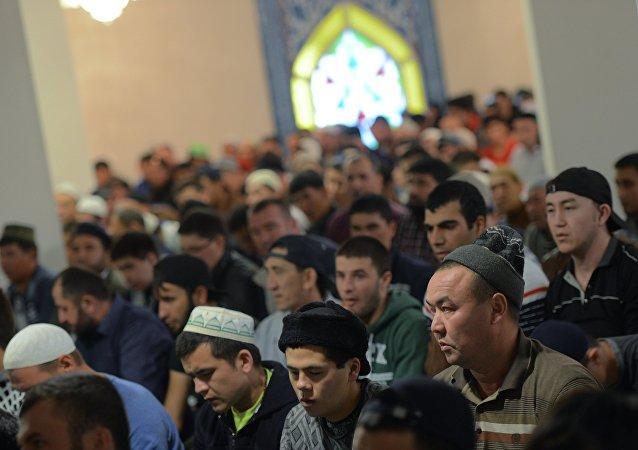 Musulmanes celebran la Fiesta del Cordero en Moscú