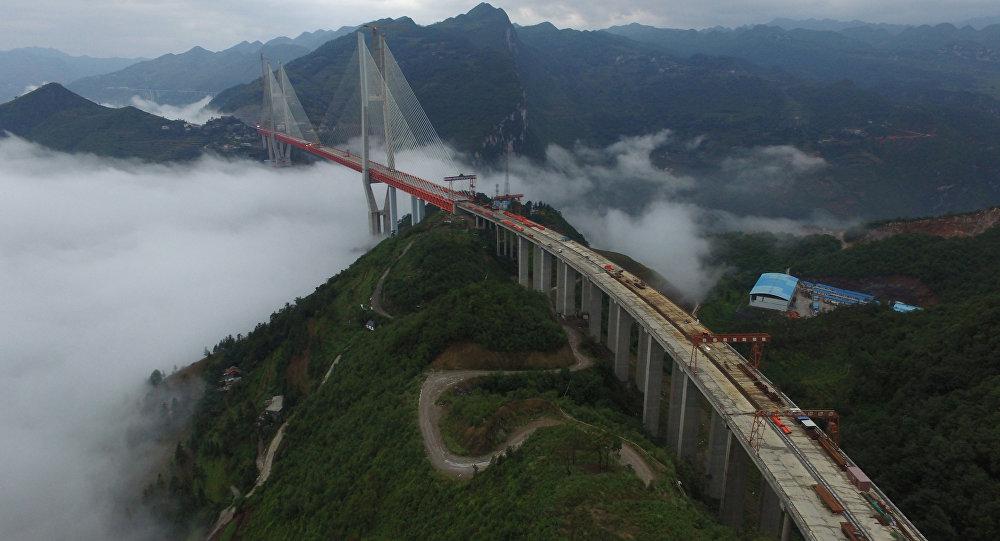 Un puente colgante en China