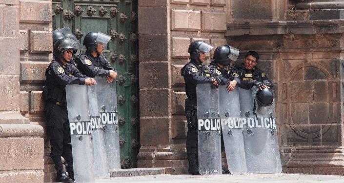 Policías peruanos en Cuzco