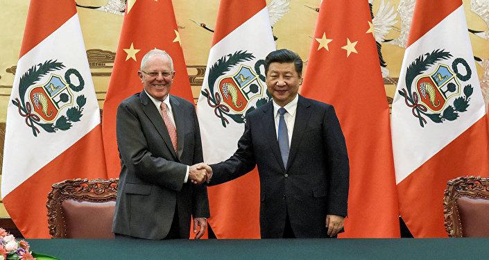 El presidente de Perú,  Pedro Pablo Kuczynski, y el presidente de China, Xi Jinping