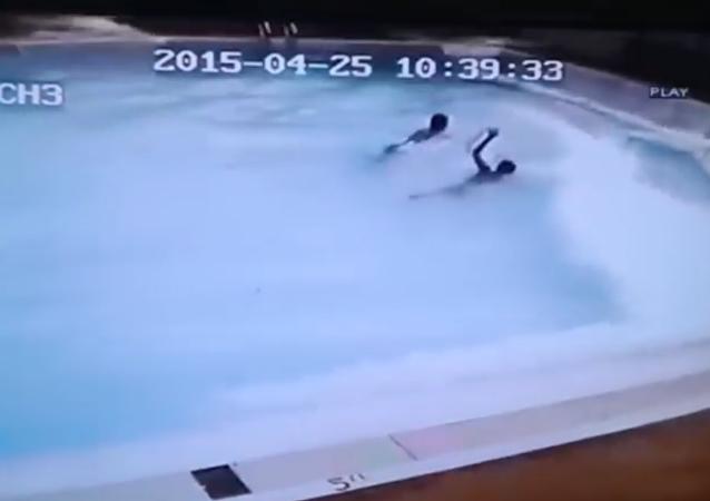 El horror de experimentar un terremoto de 7,8 grados desde dentro de una piscina