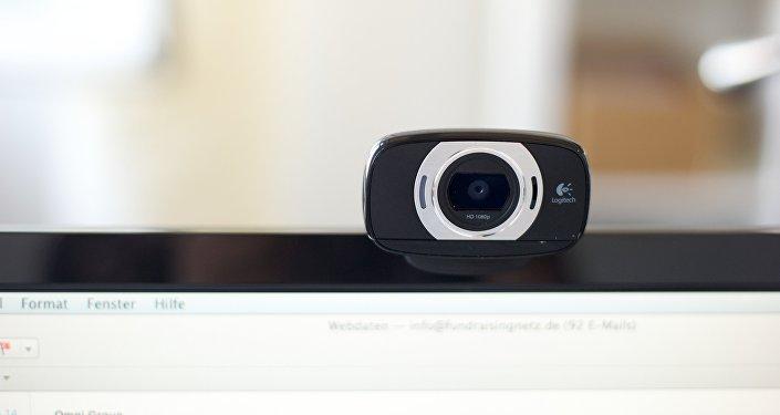 Una tirita en tu webcam, ¿la mejor herramienta contra la cibervigilancia?