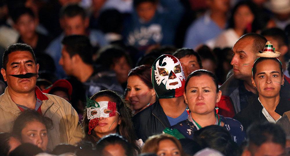 Gente durante la fiesta de Independencia de México