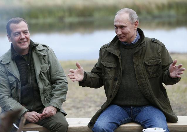 El presidente ruso, Vladímir Putin, y el primer ministro ruso, Dmitri Medvédev