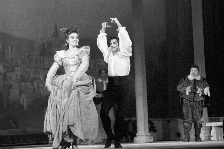 Vladímir Zeldin en el espectáculo El maestro de danzar