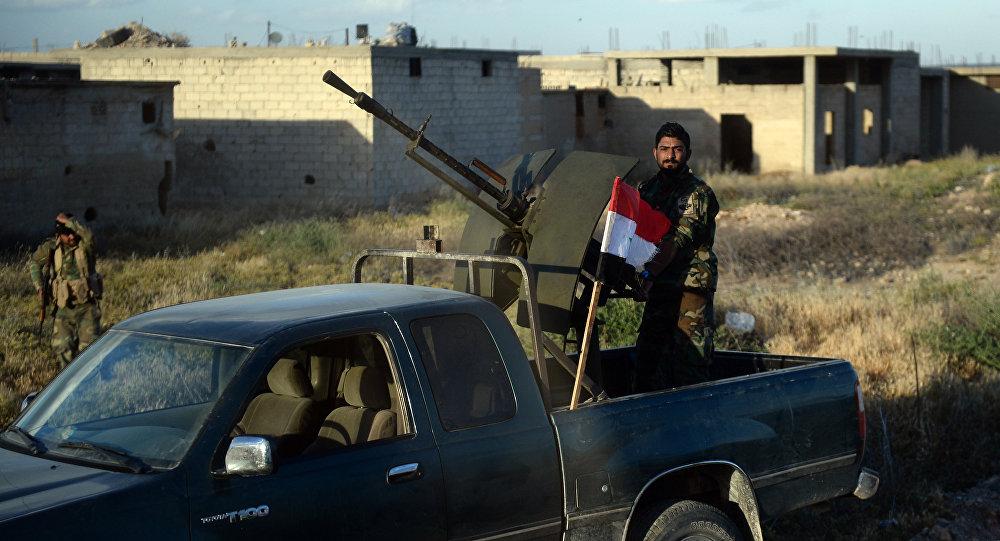Un soldado del Ejército sirio en la provincia de Hama
