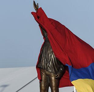 La estatua del expresidente de Venezuela, Hugo Chavez