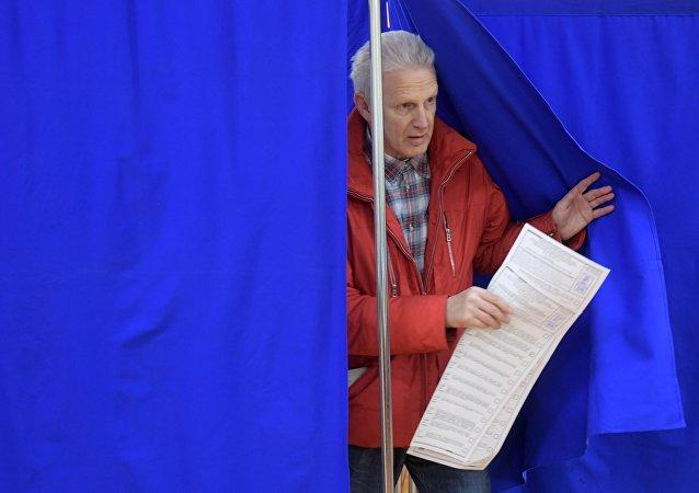 Exministro de Educación de Rusia, Andréi Fursenko, durante las elecciones en Moscú