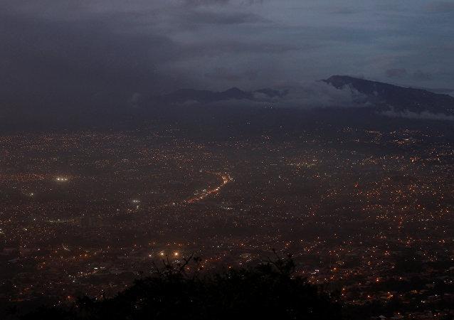 Lluvia de cenizas en San José, Costa Rica