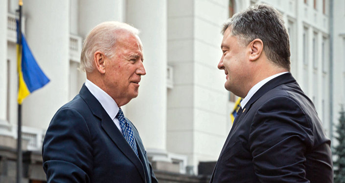 Joe Biden, vicepresidente de EEUU, y Petró Poroshenko, presidente de Ucrania