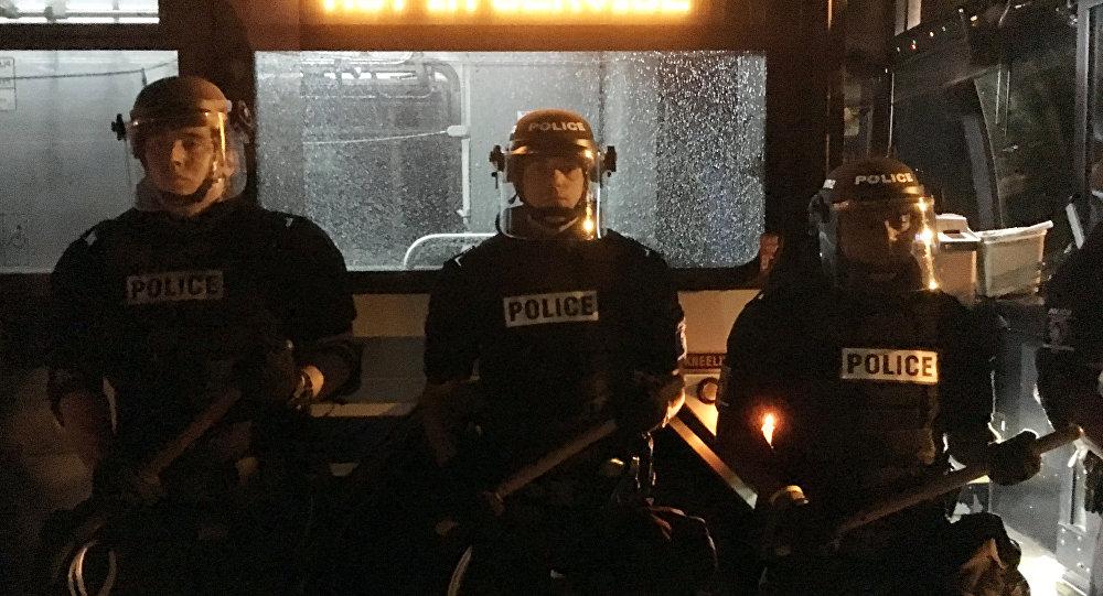 Policías estadounidenses en la ciudad de Charlotte, Carolina del Norte
