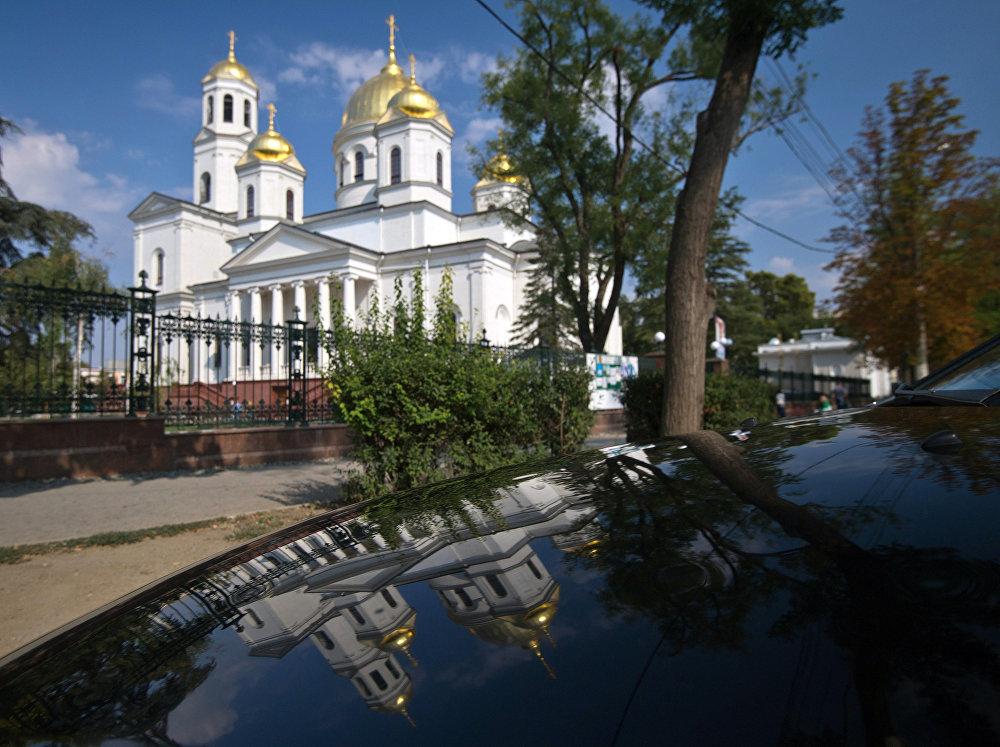 Catedral de Alexander Nevski —santo de la Iglesia ortodoxa rusa— en Simferópol.
