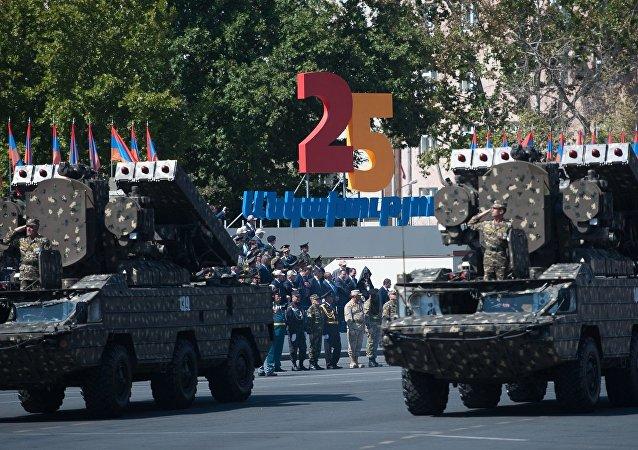 Un desfile militar dedicado al 25 aniversario de la independencia de Armenia