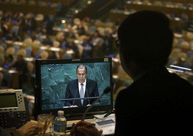 Serguéi Lavrov en la 71 Asamblea General de la ONU  Más: https://mundo.sputniknews.com/rusia/20160923/1063655245/lavrov-discurso-onu.html