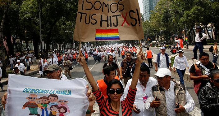 Marcha a favor de matrimonios igualitarios en la Ciudad de México