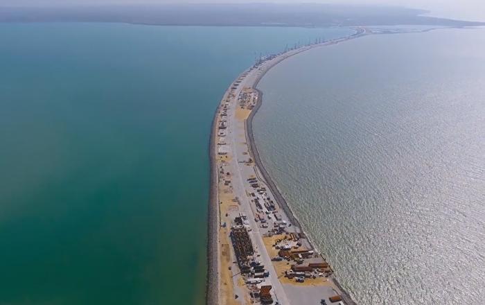 Inauguran el primer pilar marítimo del puente de Crimea