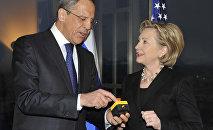 Hillary Clinton y Serguéi Lavrov inician un 'reinicio' de las relaciones entre Moscú y Washington el 6 de marzo del 2009