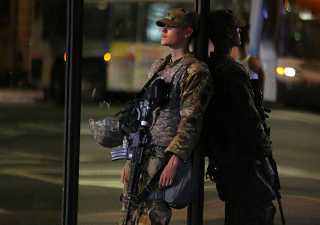 Un miembro de la guardia nacional de EEUU en Charlotte