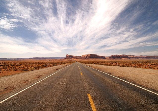 Un camino en un desierto