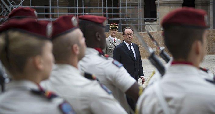 François Hollande, presidente de Francia, rinde homenaje a los harkis