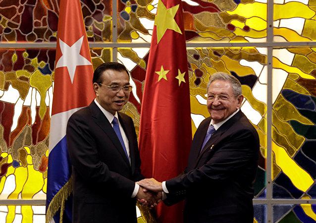 Raúl Castro, presidente de Cuba, y Li Keqiang, primer ministro asiático