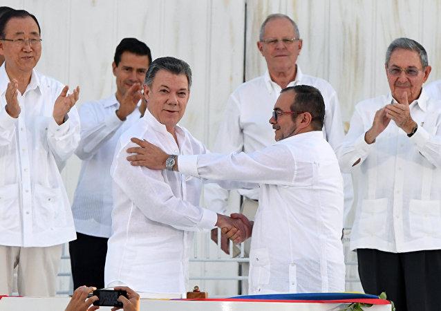 Juan Manuel Santos y Rodrigo Londoño Echeverri, alias 'Timochenko'