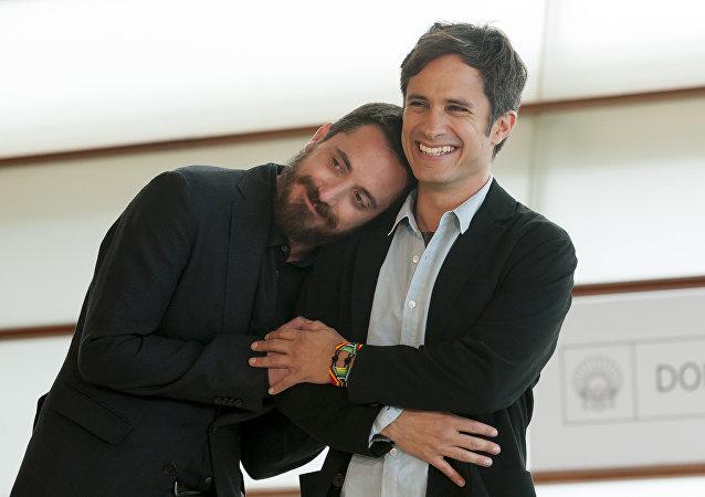 El director Pablo Larrain y el actor Gael García Bernal en el Festival de San Sebastián
