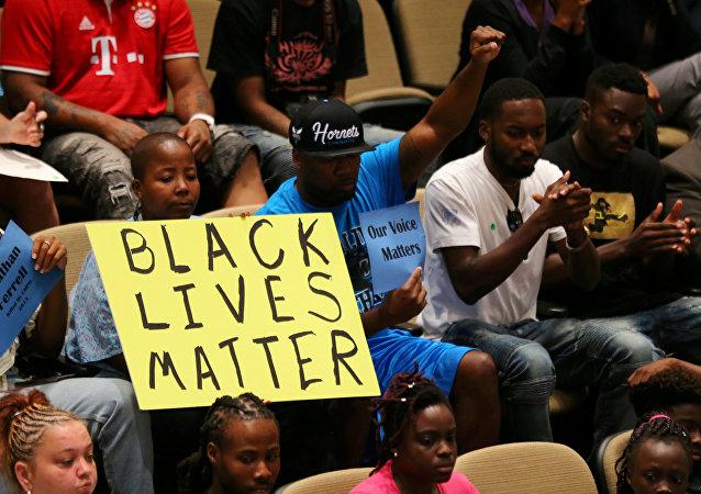La comunidad afroamericana participa en un foro con las autoridades de la ciudad de Charlotte