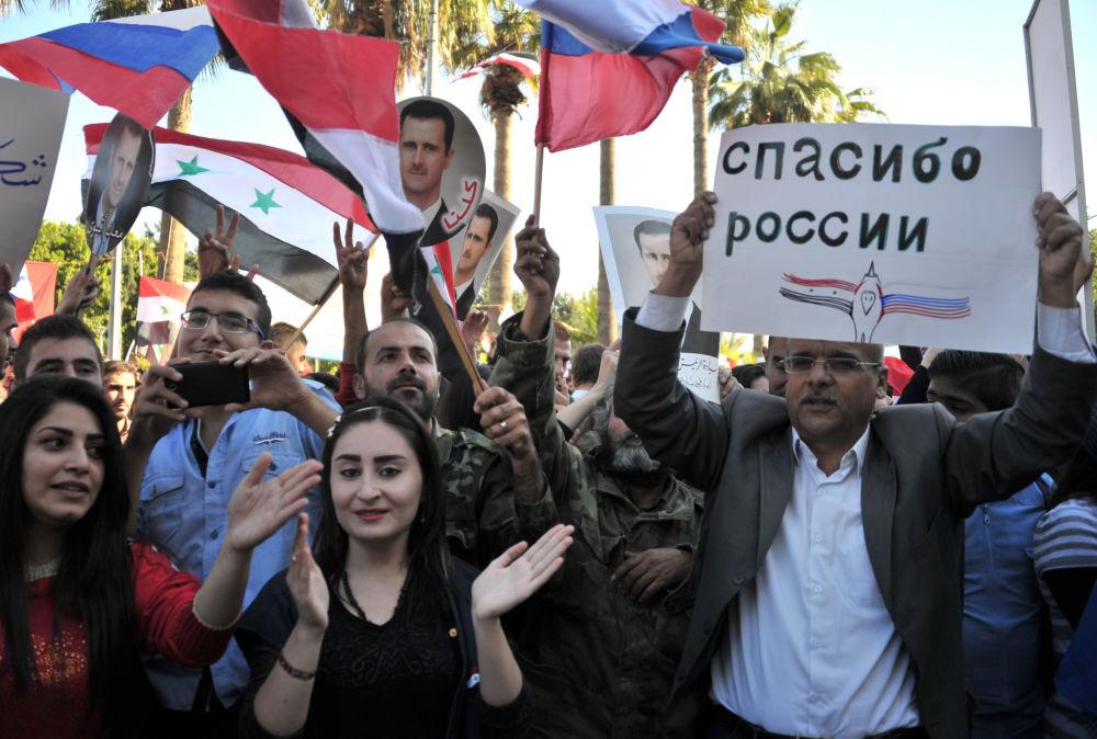Una manifestación en apoyo de la operación de las Fuerzas Aeroespaciales de Rusia en Siria, celebrada en la ciudad de Tartus