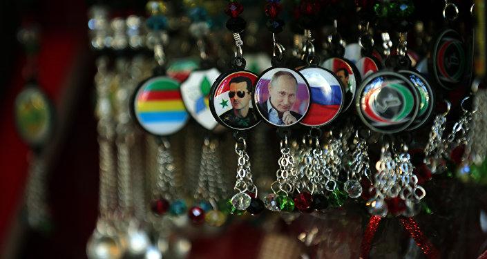 Llaveros con los retratos de Putin y Asad en una tienda de Damasco (archivo)