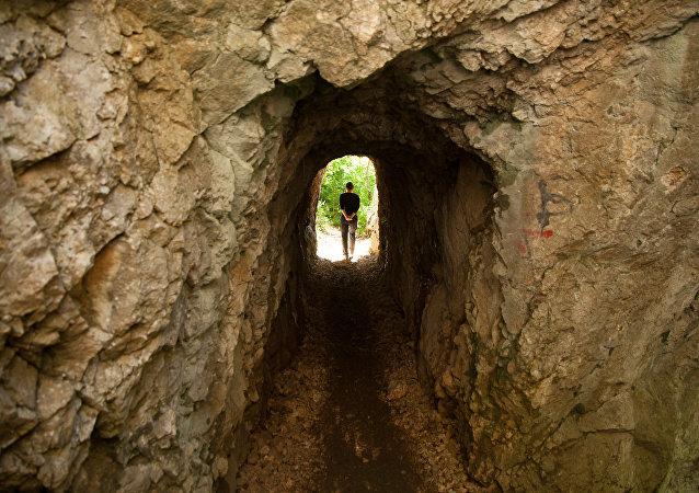 Un túnel (archivo)