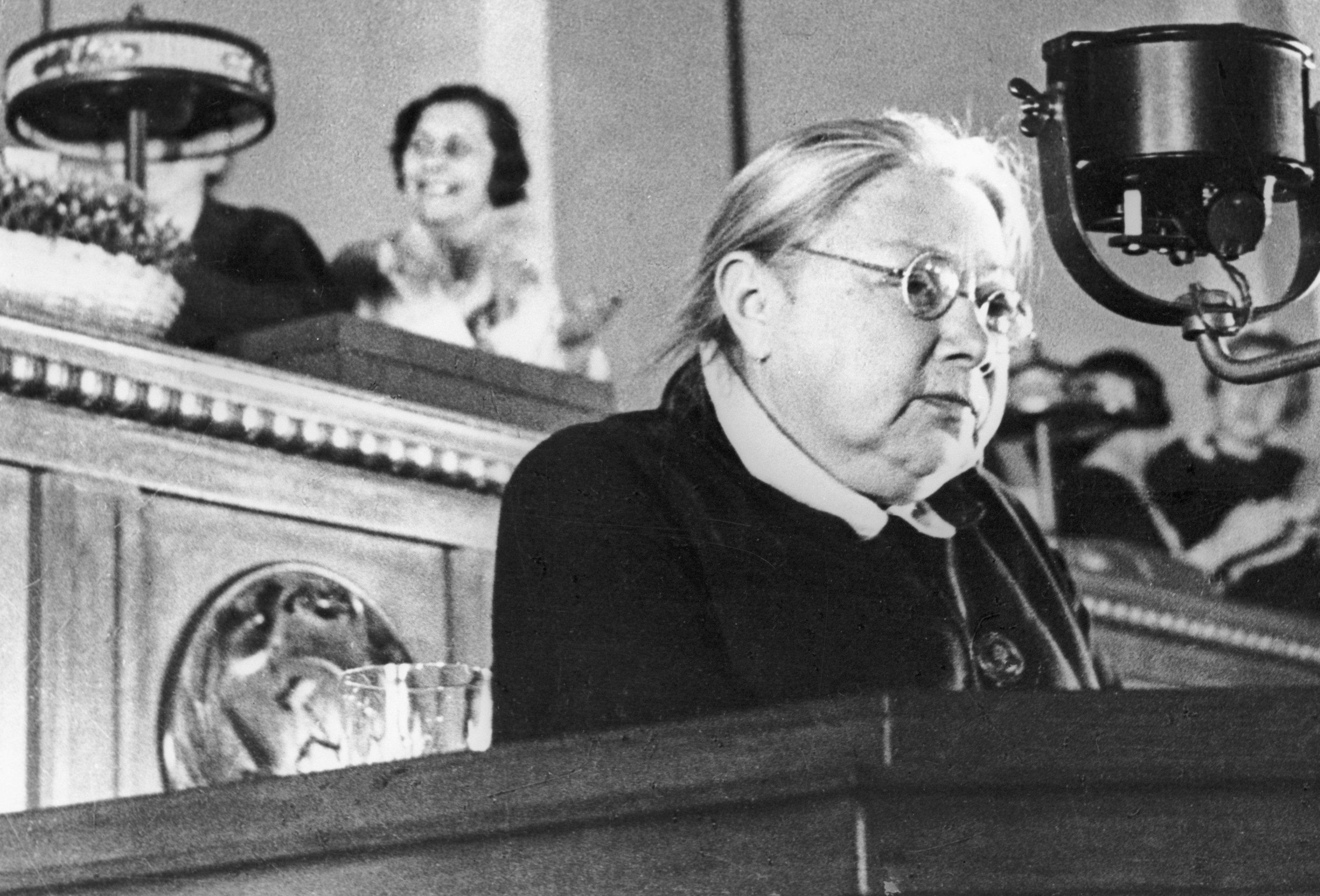Nadezhda Krúpskaya durante el discurso en la segunda cumbre de los agricultores