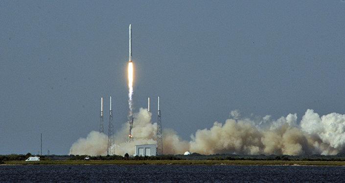 El cohete portador estadounidense Falcon 9, el 'hermano mayor' del Vector-R (imagen referencial)