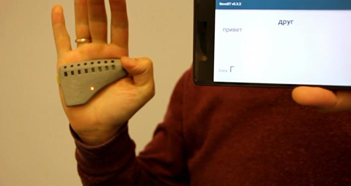 Made in Russia: pulsera uSEEband que 'traduce' el lenguaje de los gestos