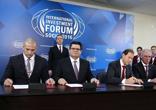 Alexei Antípin, Dirk Hullman, Alexei Antípin y Serguéi Morózov